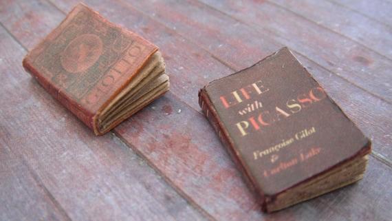 Miniature Books --- Art History