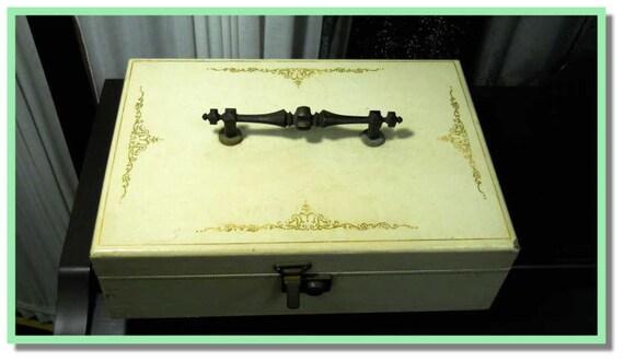 Vintage large tan Jewlery Box