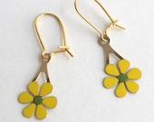Vintage Enamel pierced dangle Earrings - 1960s 1970s - Groovy Yellow and Green Flowers