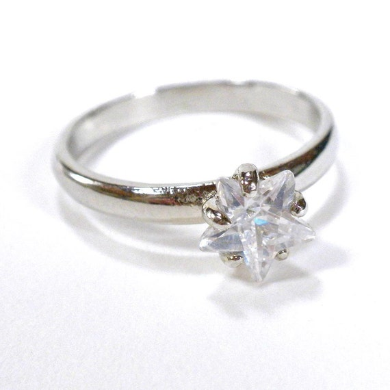 Star Shaped Solitaire Silver Tone Ring - US Size 8