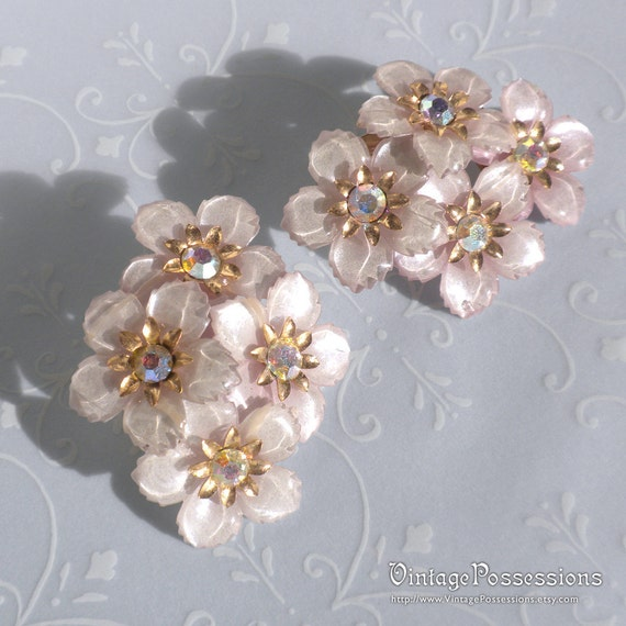 Vintage metal Plastic Flower Cluster Rhinestone Clip on Earrings - Pale Lilac Pastel - Clip Backs - Gold tone
