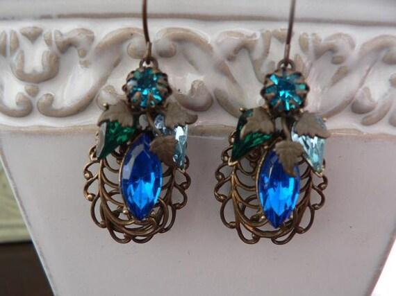 Only 2 left!!  OCEAN HUES VICTORIAN dangle earrings