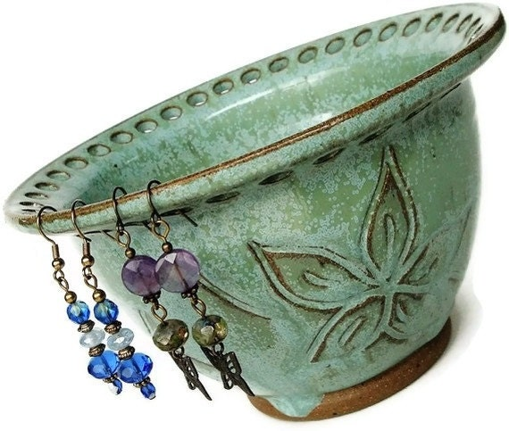 Ceramic Jewelry bowl, Earring bowl, earring holder bowl, earring organizer. Christmas in July, CIJ, Christmasinjuly  SFEJB-1