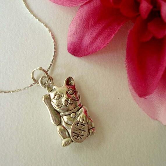 lucky cat necklace in silver - maneki neko jewelry - cat jewelry - lucky cat necklace - good luck jewelry - bohemian chic jewelry accessory