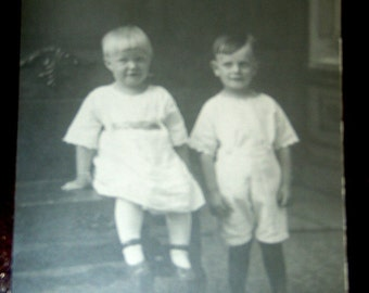 Vintage Photo - 2 children ...
