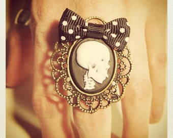 Large Old School Pin Up- Skull Ring