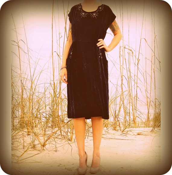 vintage 1940's midnight blue velvet dress with rhinestone and pearl detail