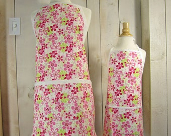 Daisy Field Mommy and Me Apron Set - Young Adult/Teen Size -  Reversible Apron Set