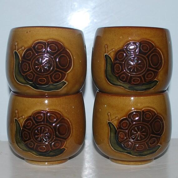 Vintage 70's Little Snail Cup Set