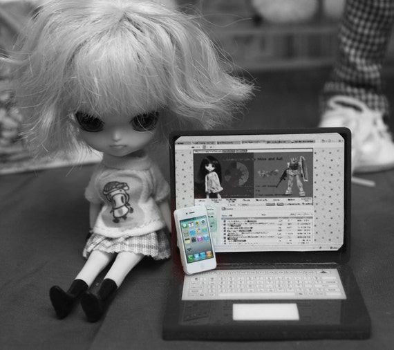 Doll's mobile phone