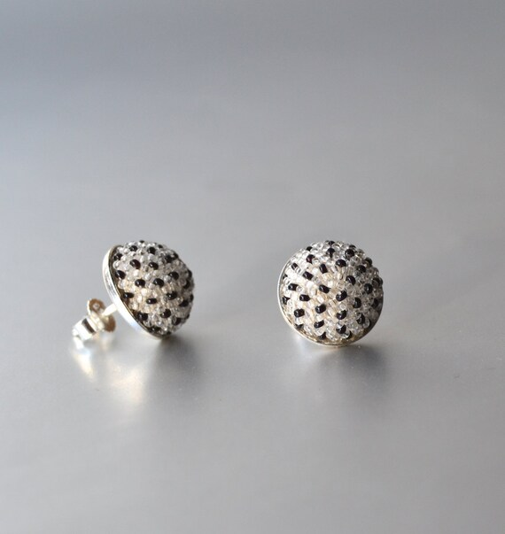 silver earstuds white with black dots by DONAULUFT
