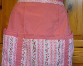 VTG 1950s Childs Apron salmon pink wallpaper print