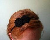 stretchy headband - black flower yo-yos