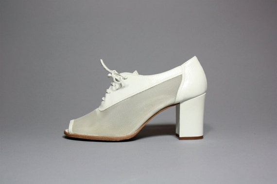 Vtg 90's White Leather and Mesh Oxford Chunk Heel Peep Toe Booties 6