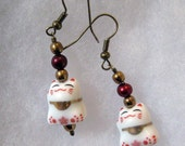 Cute Earrings - Lucky Cats with Red Pearls