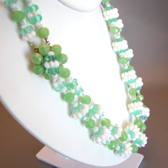 Kitsch vintage double strand green and white beaded necklace
