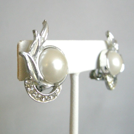 3 for 15 FREE SHIPPING - Vintage silver tone clip on earrings with faux pearl cab, rhinestones