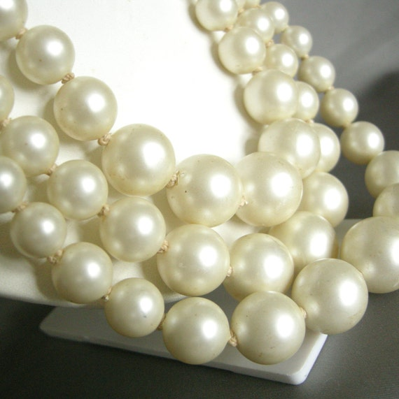 Chunky vintage cream faux pearl triple strand necklace