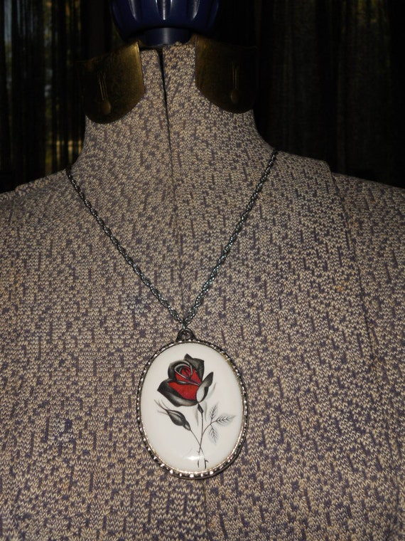 Gorgeous 1970s porcelain rose cameo pendant on long chain