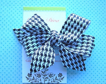 Black and White Houndstooth Classic Diva Bow