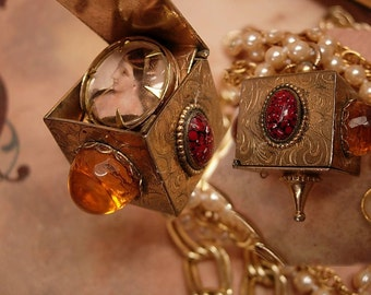 Vintage locket / Hidden compartment / mechanical  fob / portrait  jewelry / Edwardian pearl necklace