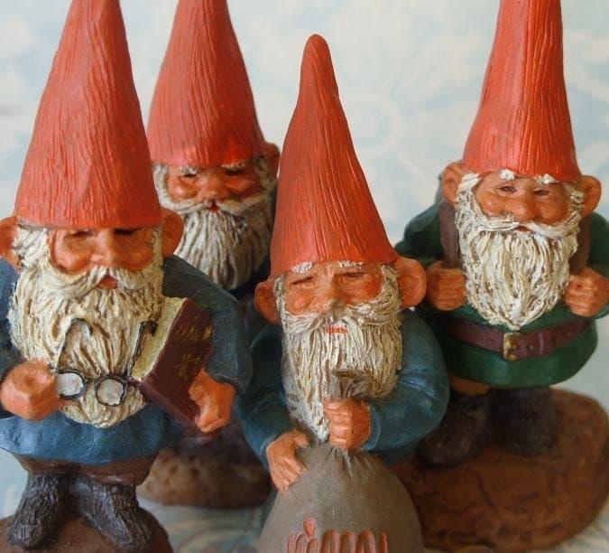 Garden Gnomes On Sale: 4 Enesco Klaus Winkl Mini Garden Gnome Figurines Lot