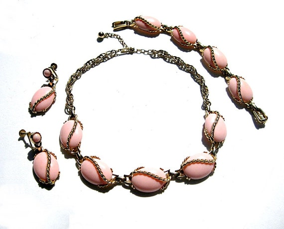 Pink Parure: Necklace Earrings Bracelet Plastic 1950s Vintage
