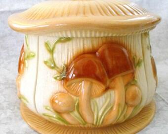 Mushroom sensation 1983 vintage HUGE kitchen storage ceramic pottery pot