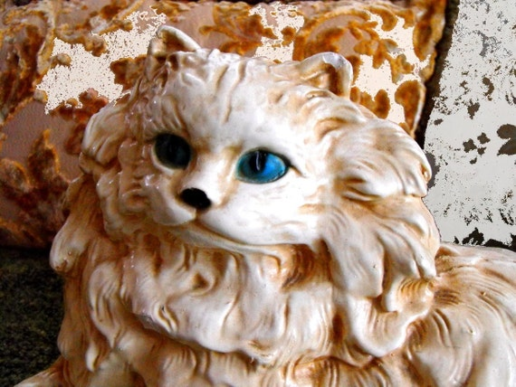 Free ship --Vintage beautiful HUGE creme colored  chalkware kitty bank with  Blue eyes