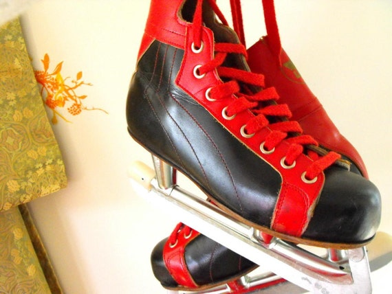Vintage fantastic black and RED leather ice skate shoes EU size 37\/ US size W6,5