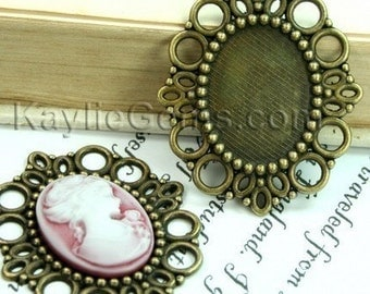 Antique Brass Victorian Style Cameo Frame, Setting, Pendants - FRM-1988AB -4pcs