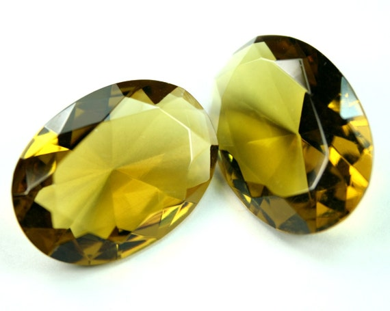30x22mm Oval Faceted Diamond Cut Glass Jewel - Olive Yellow