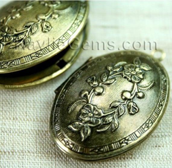 Large Oval Lockets Antique Brass Victorian Flower   -  LKOS-L7AB - 2pcs