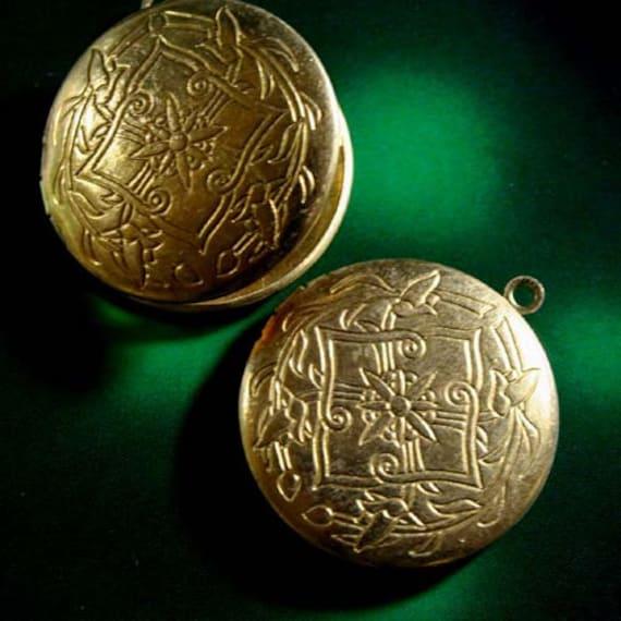 Round 32mm Baroque Pattern Raw Brass Locket  Pendants -   LKRS-L24RB - 2pcs
