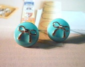Milky Round with Bow Stud Earrings