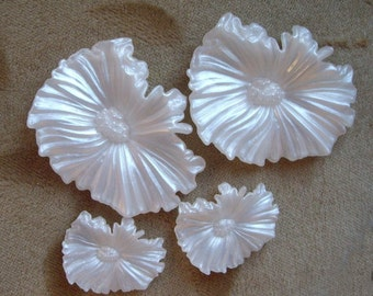Vintage lucite plastic flower bead or cabachon,white, 48mm and 28m, Lot of 4