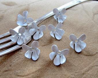 Vintage copper,enamel flower beads,white violet, 18m, Lot of 10