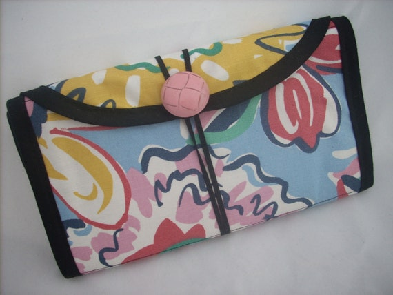 Circular Needle Case holds 12 to 30 needles