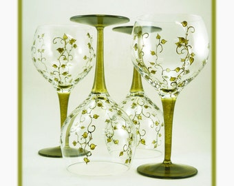 Hand painted glasses - Set of 4 blown crystal red wine glasses - Liane collection - Green with white flowers
