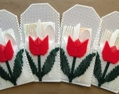 Tulip Picnic Pockets - White with Red Tulips