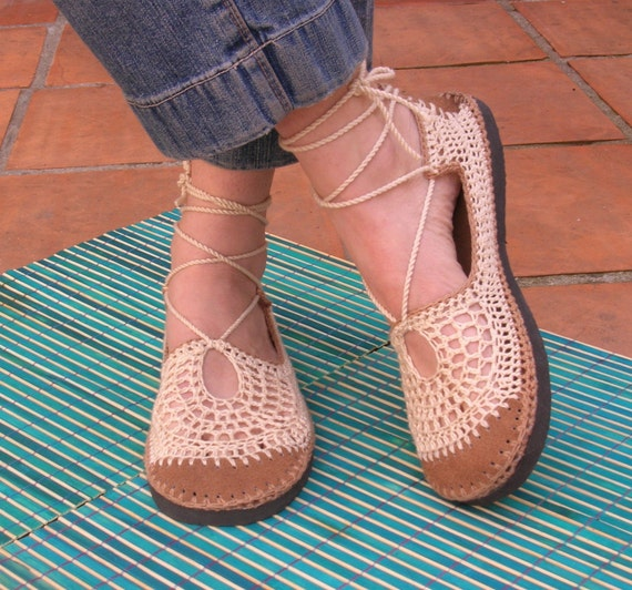 Laced Cappuccino Guillerminas with natural suede