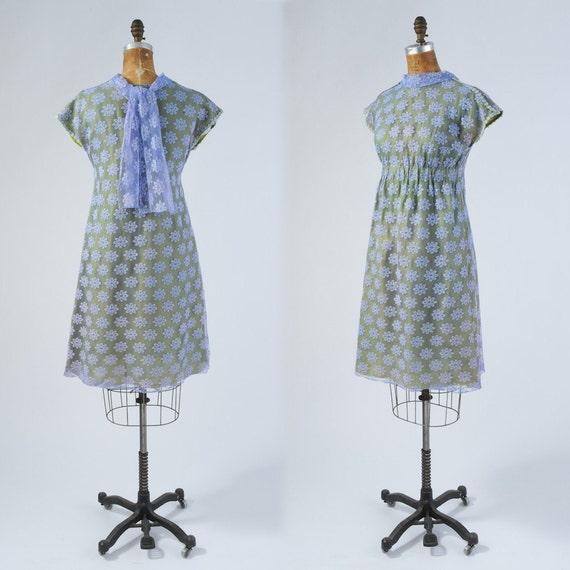 1960's Lavender Daisy Lace Dress