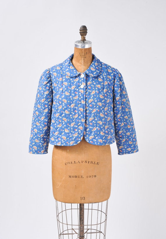 1940's Blue Floral Quilted Jacket - Cotton Bed Jacket - Peter Pan Collar - Pink Lining