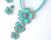 Turquoise flower necklace and earrings
