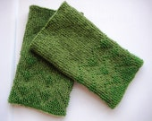 Waved- hand-knitted beaded Lithuanian green woolen wrist warmers