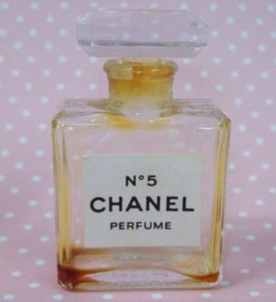 dating vintage chanel bottles Welcome to marie's vintage perfumes this store is a collection of vintage perfume bottles from the estate of marie-louise fredyma, my mother who passed away in 2010 after nearly 70 years in the antique business.