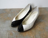 WKND SALE vintage 80s 9 West two tone black and white wedge heels size 8M