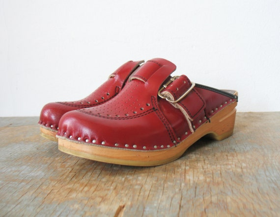 sale / vintage 70s swedish clogs burgundy red bastad toffeln leather and wood