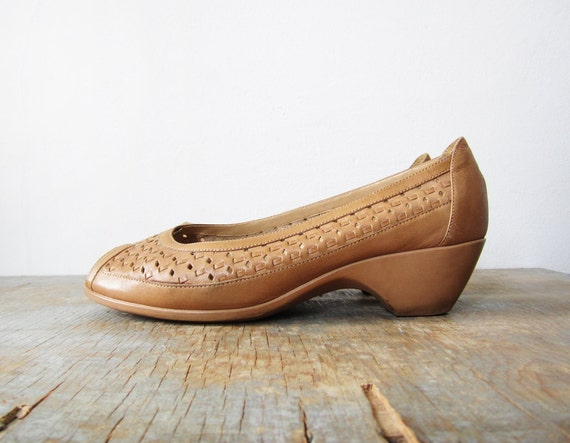 70s wedges / 1970s shoes / woven leather / 8.5