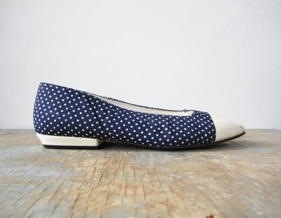 vintage 60s flats / 1960s shoes / blue and white polka dot / 6.5